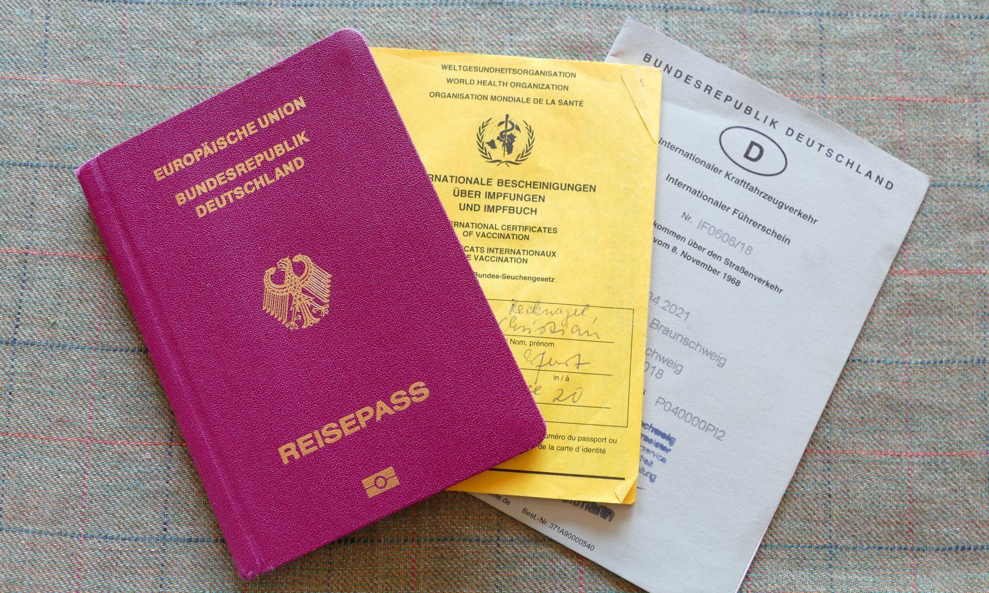 Reisevorbereitung, Reisepass, Impfausweis, Internationaler Führerschein