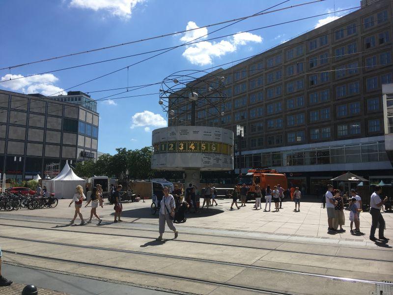 Weltzeituhr auf dem Alexanderplatz