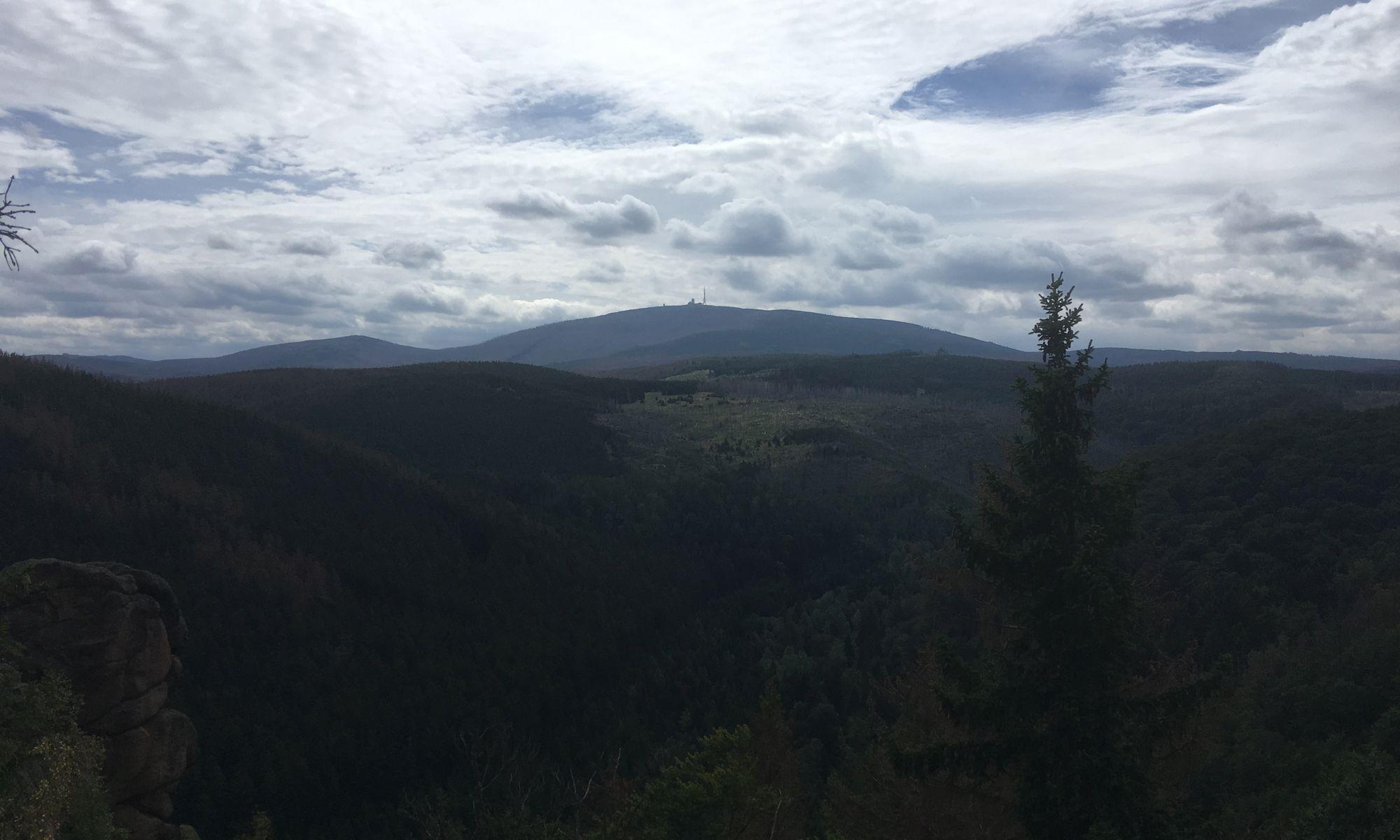 Wanderung zu den Rabenklippen - Blick auf den Brocken von der Rabenklippe
