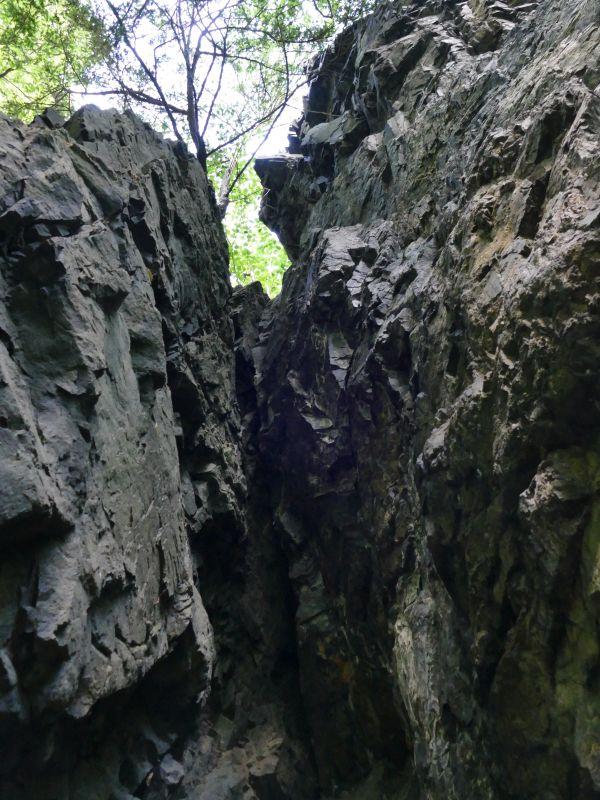 Rückweg nach Thale - Felsspalte